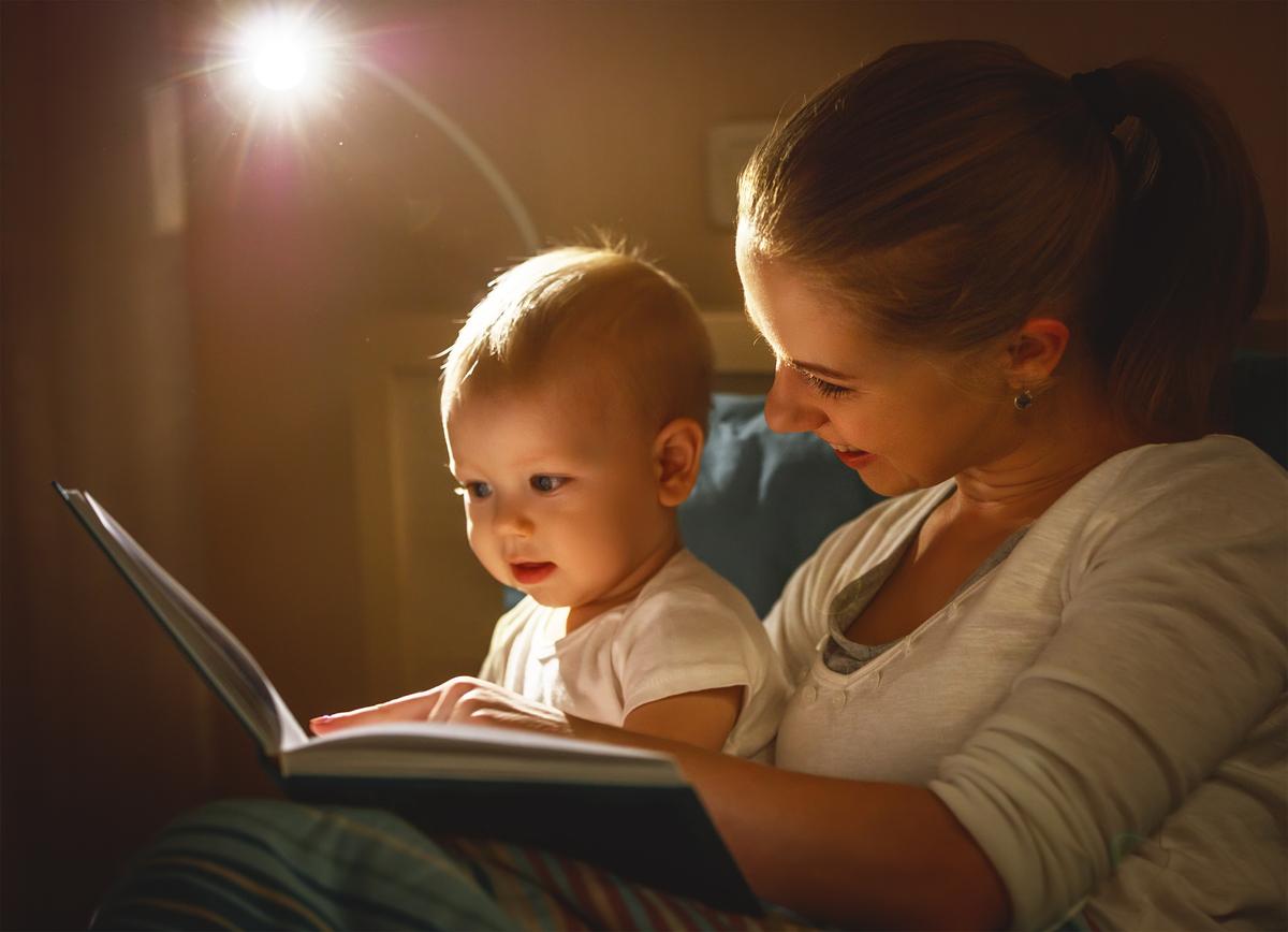 赤ちゃんの寝かしつけにおすすめの絵本は?選び方と年齢別のおすすめ絵本を紹介