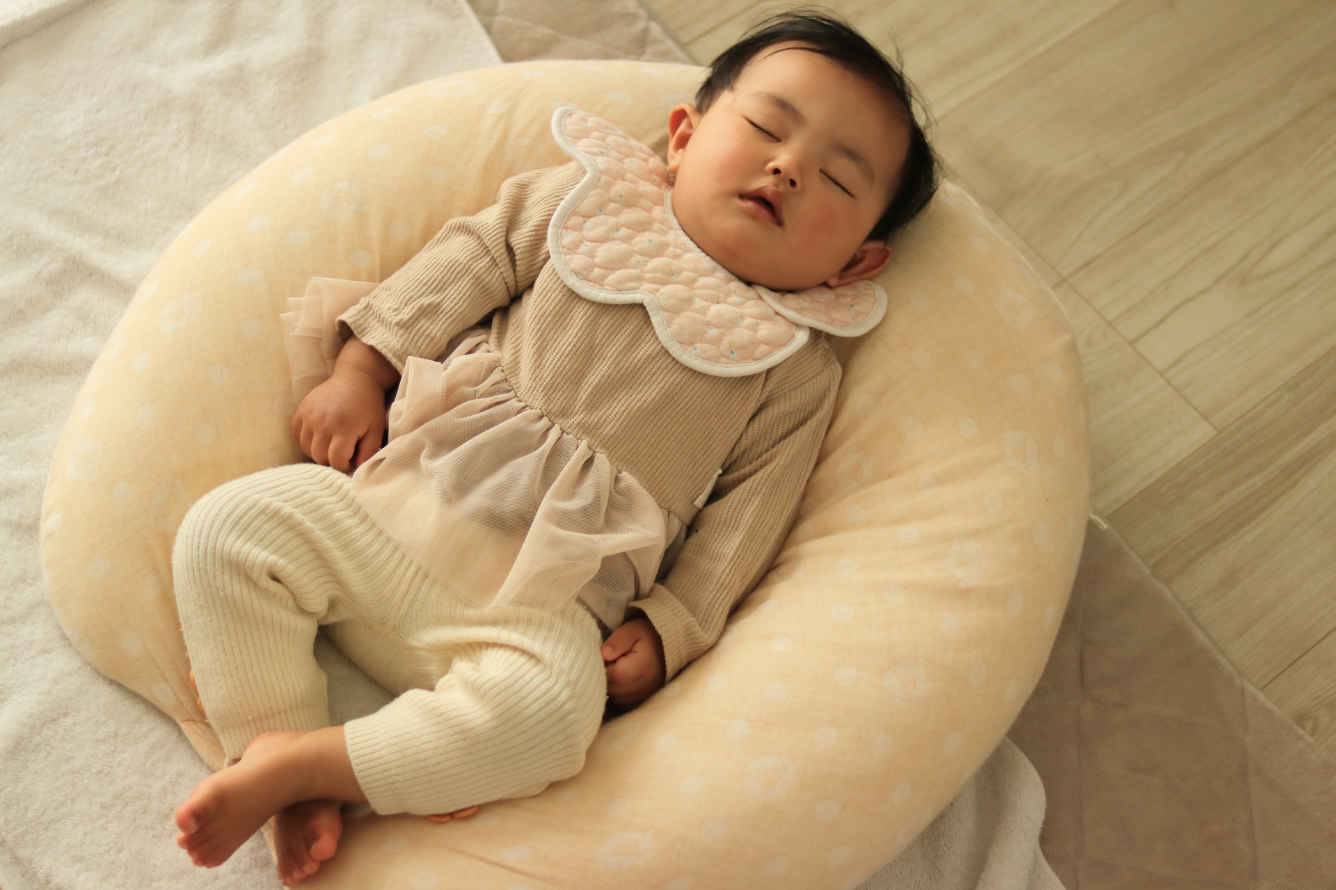 寝かしつけや夜泣き対策に便利な神アイテムとは?おすすめ商品7選