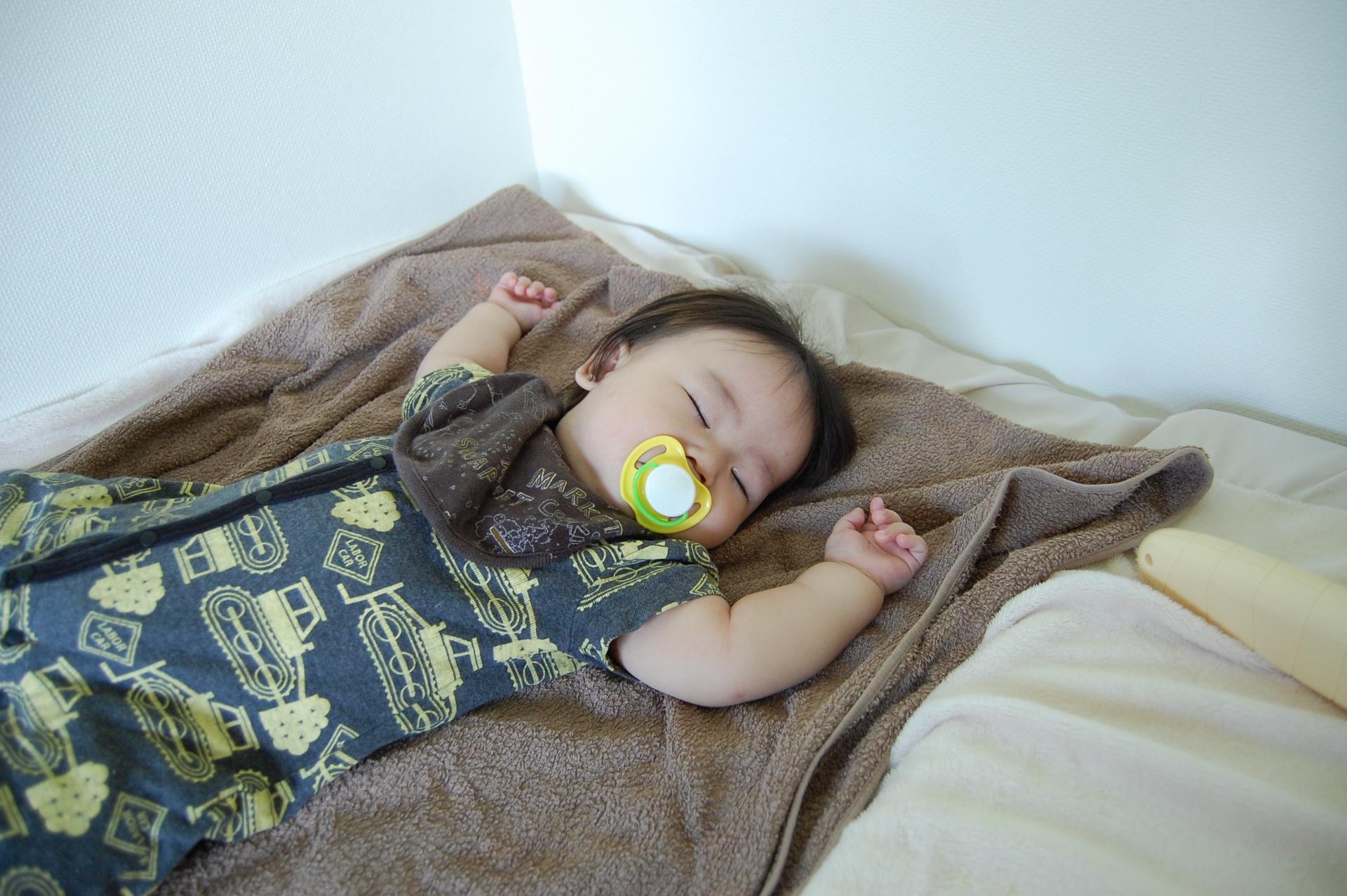おしゃぶりは寝かしつけに便利。注意点やおすすめアイテムを紹介